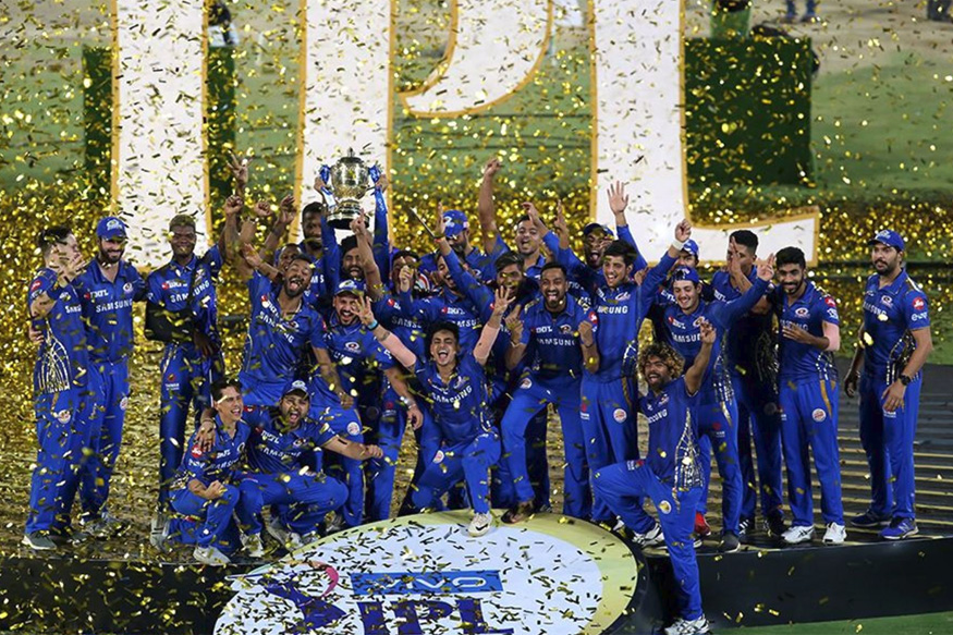 The Mumbai Indians players pose with the IPL 2019 trophy. Image courtesy- BCCI