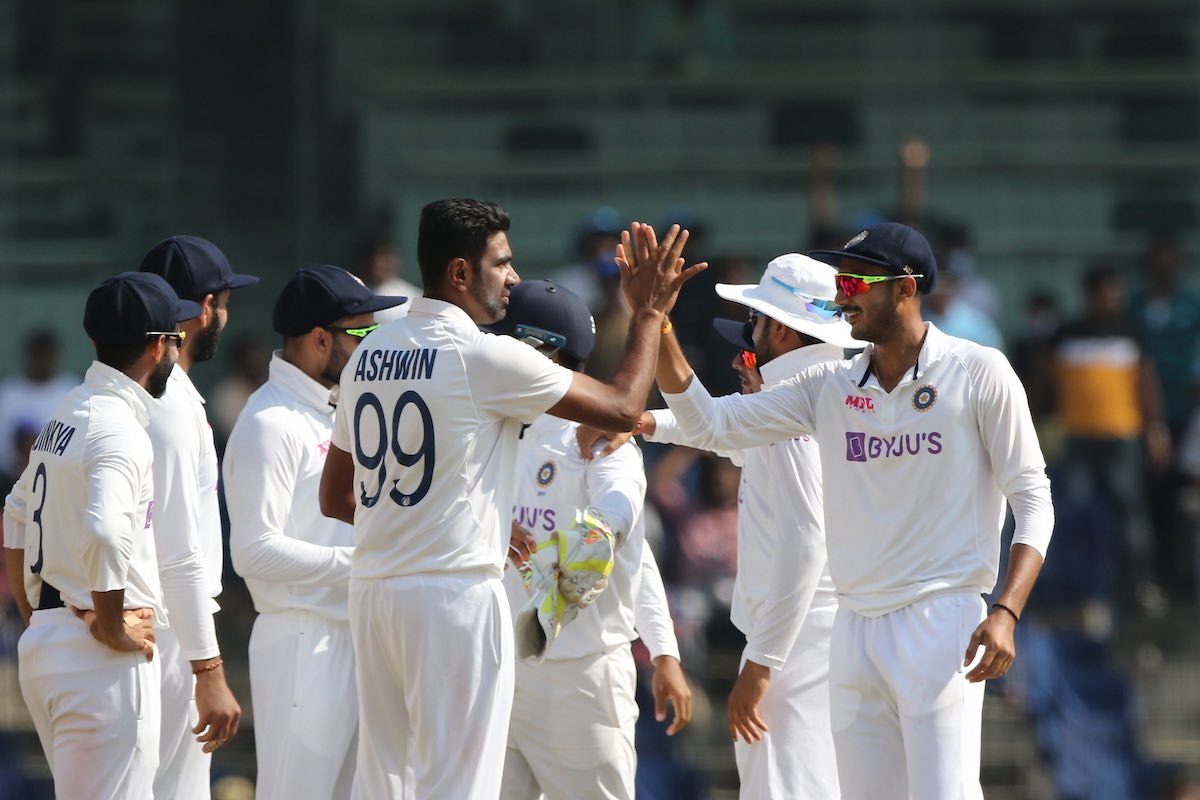 India crush England by 317 runs to level series